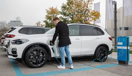 BMW X5 2020, Ladestation, Plug-in Hybrid, laden