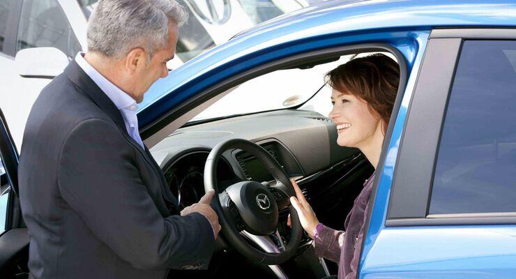 Fahrzeugübergabe, Probefahrt, Autokauf