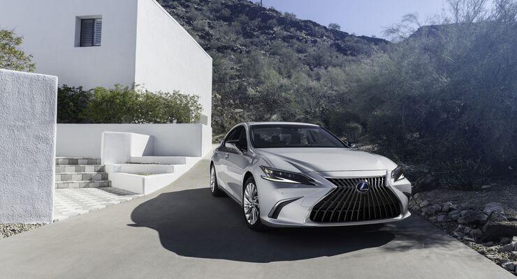 Lexus ES (2021)