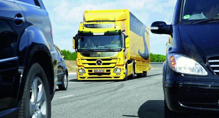 Mercedes-Benz Actros gelb, Stau, Simulation