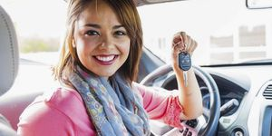 Smiling teenage girl inside car holding key model released PUBLICATIONxINxGERxSUIxAUTxHUNxONLY ABAF0