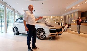 Techart-Designer Thorsten Stroda stellt das neue Projekt bei Rolf Benz in Nagold vor.