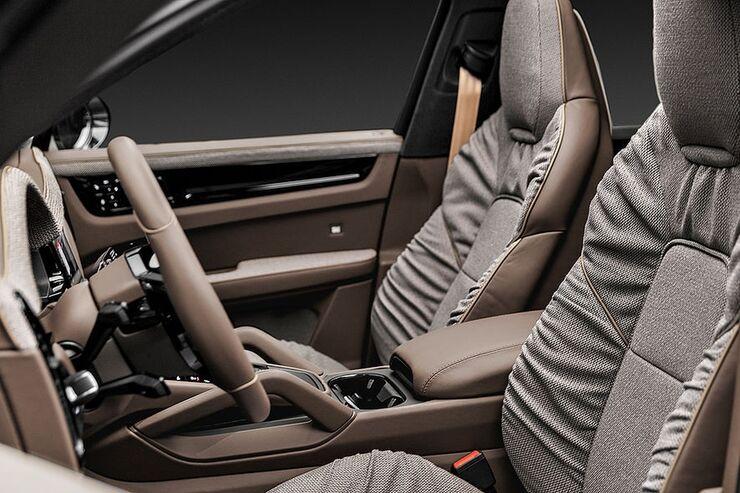 Techart kooperiert mit Rolf Benz und bringt noblen Polsterstoff in den Innenraum.