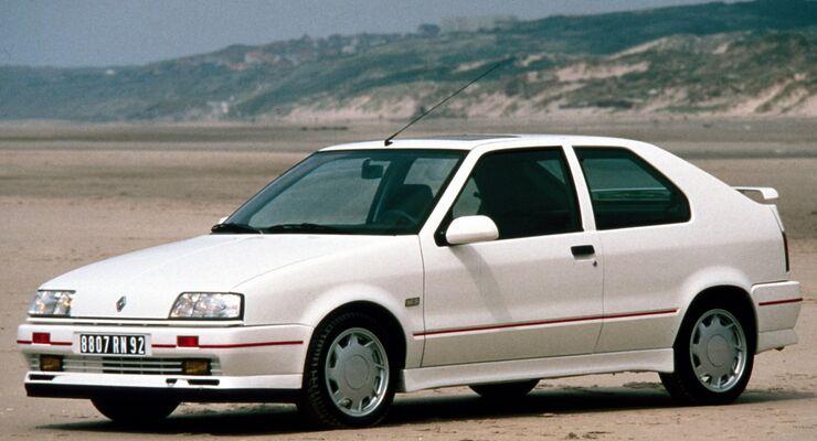 Weniger Glück hatte allein der Renault 19 16V, der einen wilden Rock´n'Roll mit dem Golf GTI wagte, aber rasch unterlag.