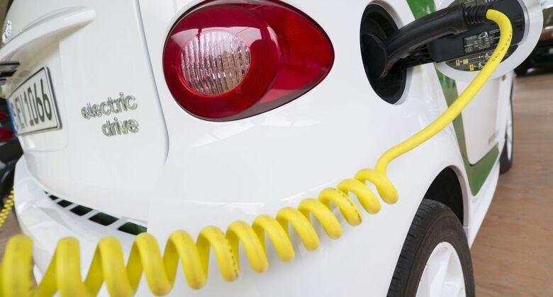 ladestation, e-auto, elektroauto, aufladen, laden, kabel, smart, electric, drive,